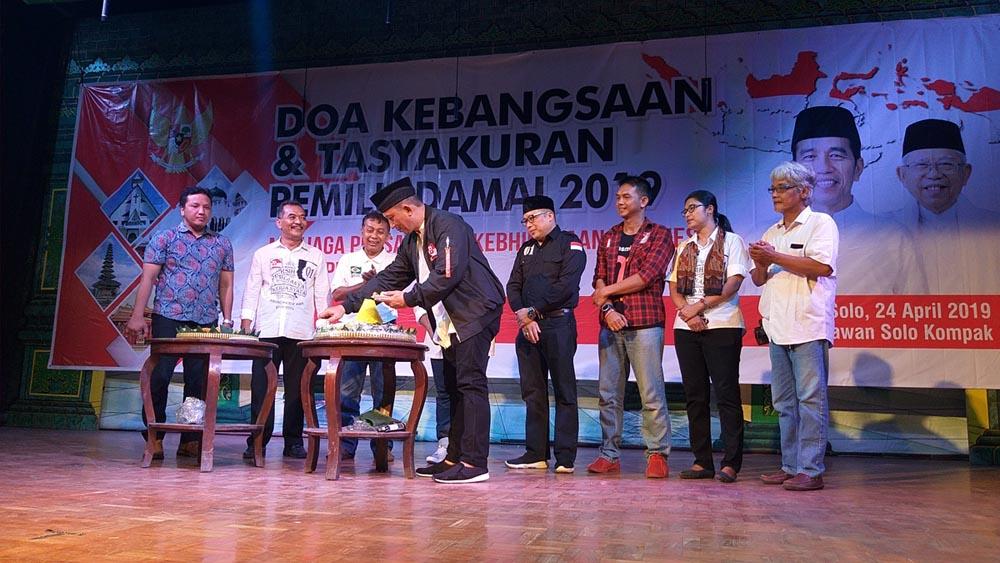 Bagikan 3000 Sarang dan Pentas Musik Seorang Relawan Di Solo Ketika Jokowi Menang 3