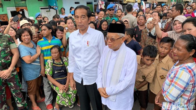 Photo of Bagikan 3000 Sarang dan Pentas Musik Seorang Relawan Di Solo Ketika Jokowi Menang
