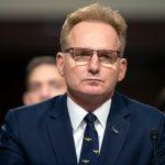Bertindak sekretaris Angkatan Laut USS Theodore Roosevelt pidato memicu panggilan anggota parlemen untuk pemecatannya
