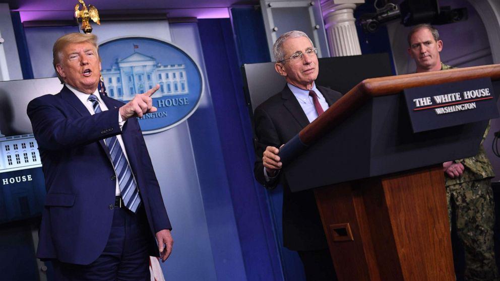 Photo of Trump, pejabat tinggi lainnya belum mengenakan topeng di depan umum meskipun mengumumkan pedoman CDC